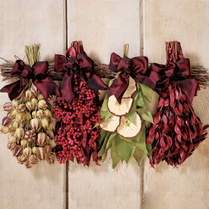 red-apple-wall-hanging-214[1]